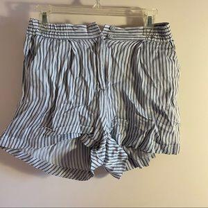 3/$10✨ striped flowy high waisted shorts